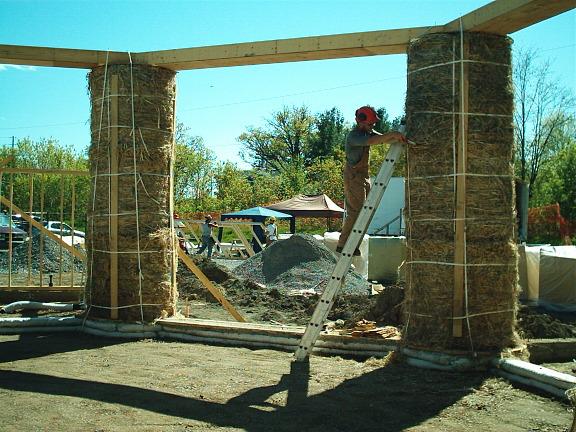 Round straw bale columns